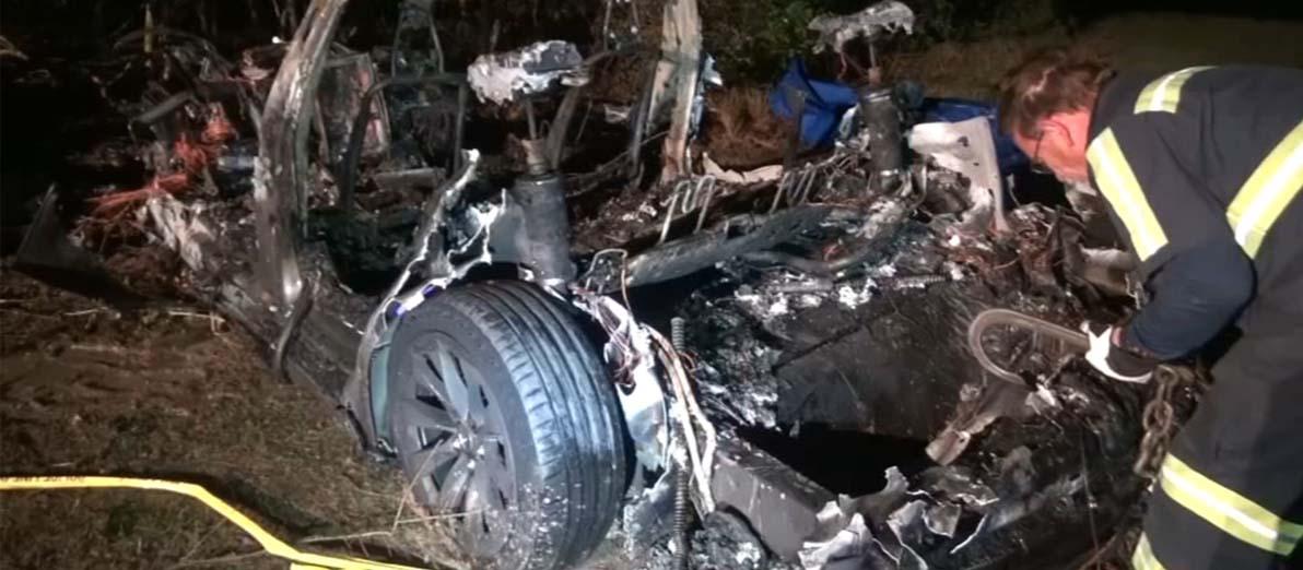 تصادف مرگبار خودروی تسلا با درخت!